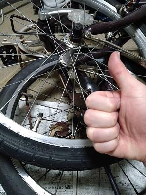 自力で自転車のパンク修理が完了した画像
