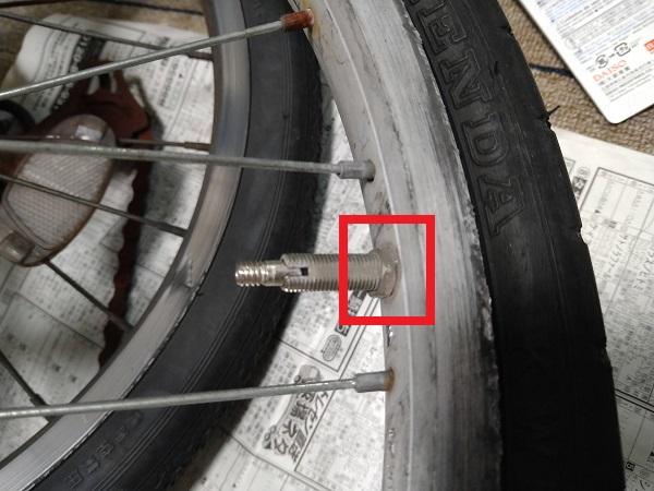 自転車のパンク修理でレンチがなくてナットが外せない人の画像